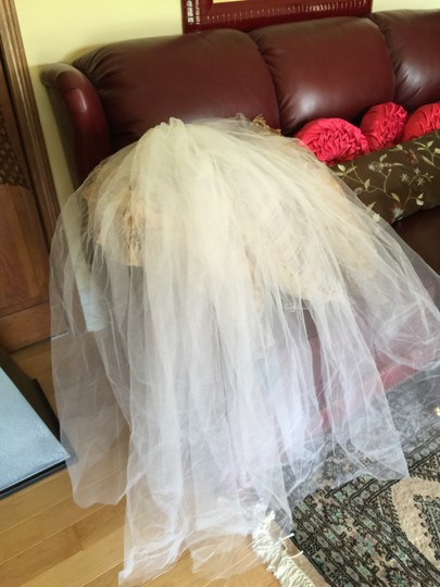 White Medium Hand Maid By The Dress Boutique Bridal Veil