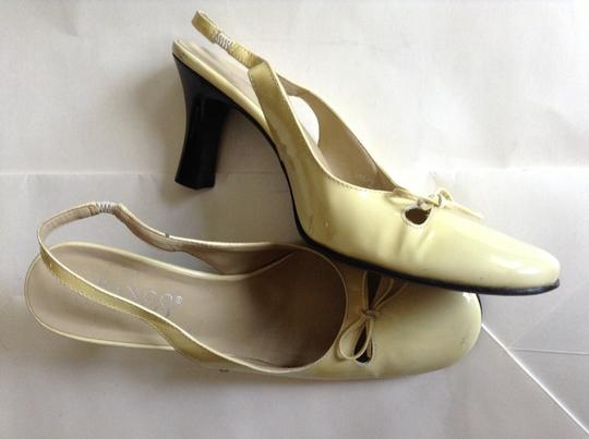 Franco Sarto pale yellow patent leather Pumps