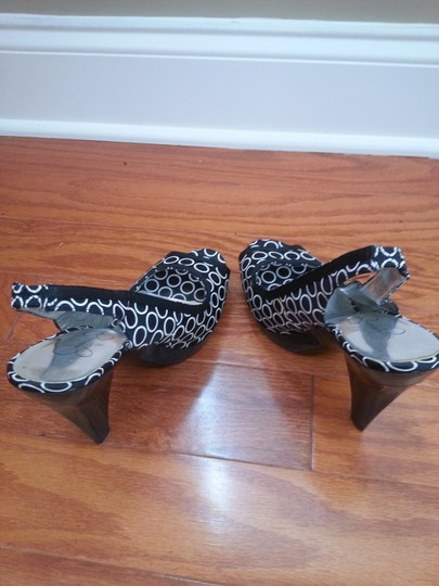 Jessica Simpson black/white Sandals