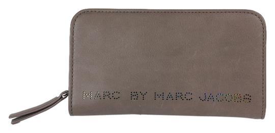Preload https://item4.tradesy.com/images/marc-by-marc-jacobs-zip-around-warm-iron-brown-leather-clutch-3558433-0-0.jpg?width=440&height=440
