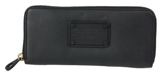 Preload https://item4.tradesy.com/images/marc-by-marc-jacobs-zip-around-m0004564-black-leather-clutch-3558763-0-0.jpg?width=440&height=440