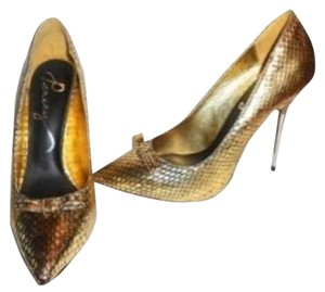 Pencey gold Pumps