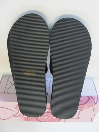 izzy New Excellent Condition Size 6.00 black, silver Sandals