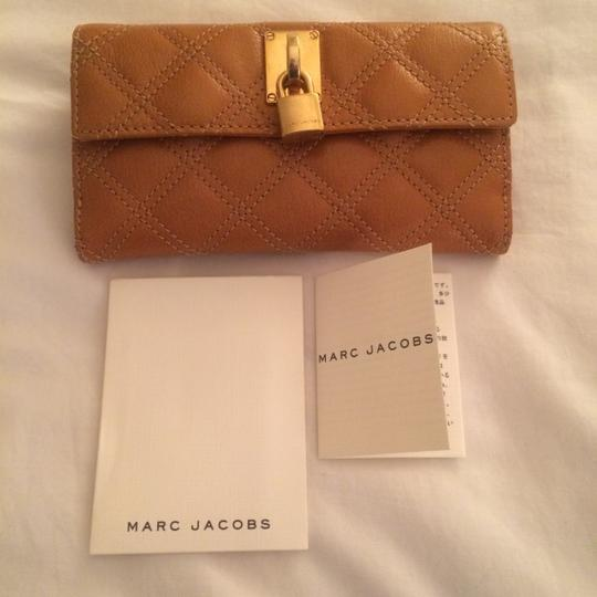Marc Jacobs Marc Jacobs Quilted Wallet C303401 in Camel color