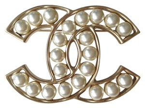 Chanel NWT Authentic Chanel Brooch gold with pearls new collection FW 2015-16