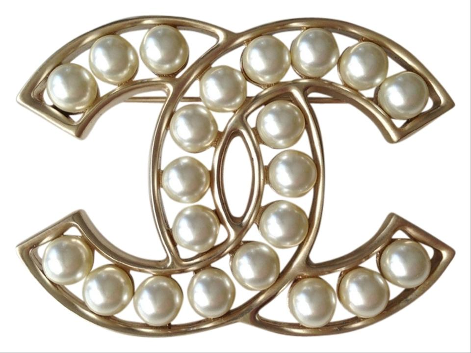 instant ref chanel channel metal brooch golden luxe jewellery woman