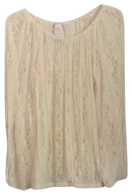 Preload https://item4.tradesy.com/images/romeo-and-juliet-couture-cream-blouse-size-8-m-3572653-0-0.jpg?width=400&height=650