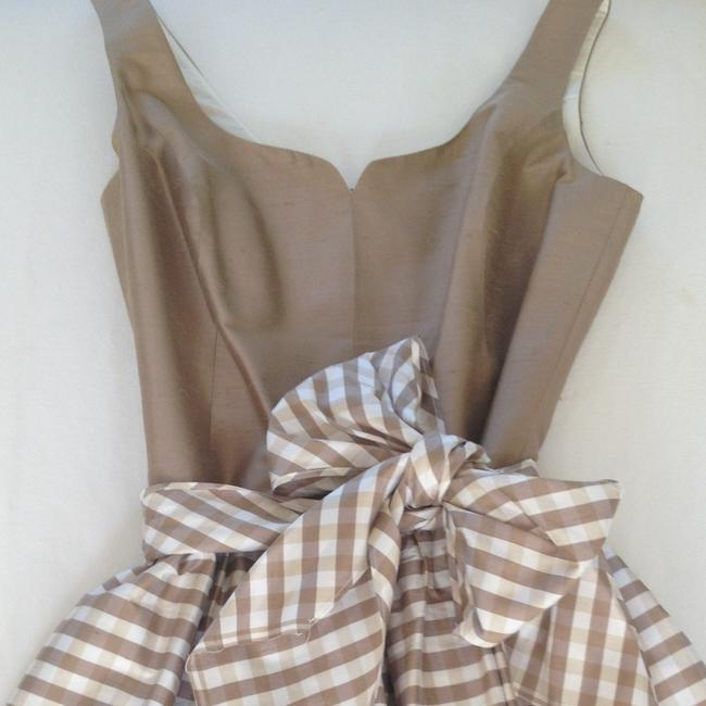 Item - Taupe and Cream Knee Length Cocktail Dress Size 10 (M)