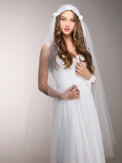 Preload https://item5.tradesy.com/images/mariell-white-medium-vintage-lace-juliet-cap-with-rosebuds-3914v-w-bridal-veil-3575809-0-0.jpg?width=440&height=440
