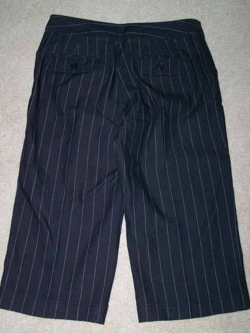 Larry Levine 10 Pinstripe Pockets Capris Black
