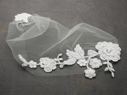 Mariell White Birdcage Tulle Bandeau with Beaded Lace Applique 4085v-w Bridal Veil