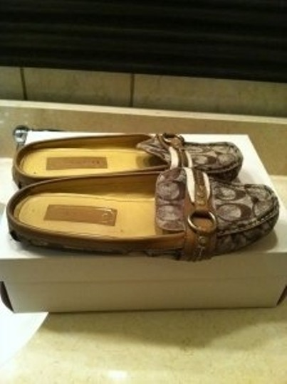 Coach Brown/tan/ Khaki Flats
