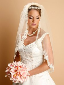 Mariell Lace Embroidered Mantilla Wedding Veil 887v-36-cm