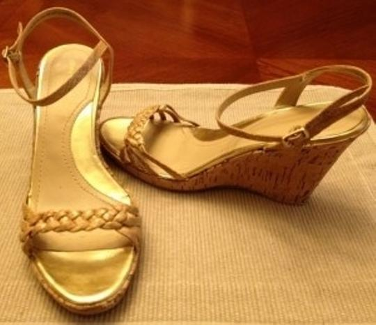 Daisy Fuentes beige Wedges