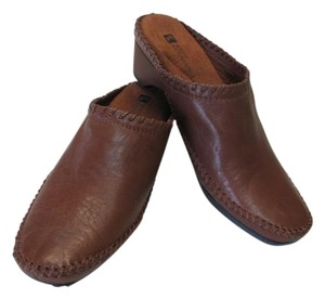 White Mountain Great Condition Size 7m brown Mules