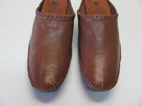 White Mountain Great Condition Size 7m Leather brown Mules