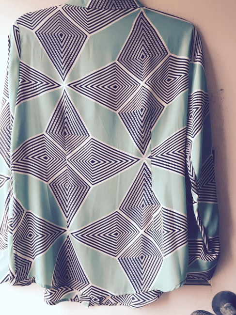 Dress Barn Art Deco Artsy Fabulous Top Green-Blue-Black-Ivory