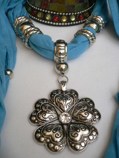 Other Women Scarf Necklace Fashion L. Blue Soft Heart Flower Silver Bead Pendant