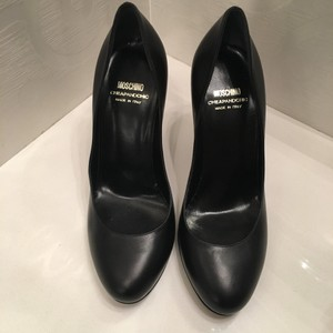 Moschino Round To Round Toe Leather Black Pumps