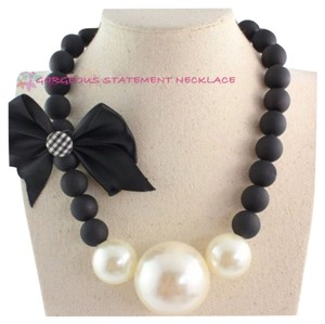 Other Brand New Oversized Pearl And Black & White Detail Statement Necklace