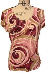 Susan Lawrence Short Sleeve Geometric Lightweight Stretchy Swirls Top Burgandy/Tan