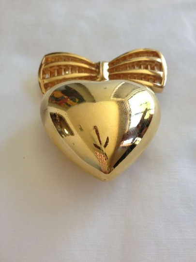 St. John Gold Heart w/ Bow Pin