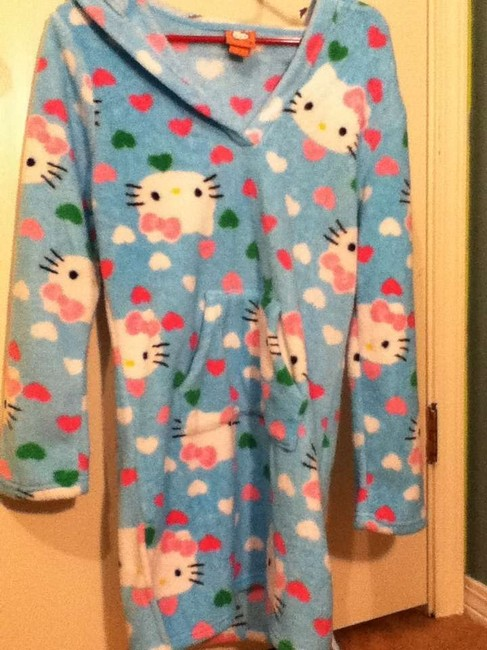 Preload https://item5.tradesy.com/images/hello-kitty-blue-ponchocape-size-8-m-361424-0-0.jpg?width=400&height=650