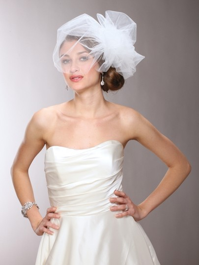 Mariell White Short Chic Designer Bouffant-style Side In Four Colors 3905v-w Bridal Veil