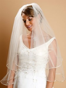 Mariell Two Tier Circular Cut Satin Corded Edge Bridal Veils 940v-25-w-w