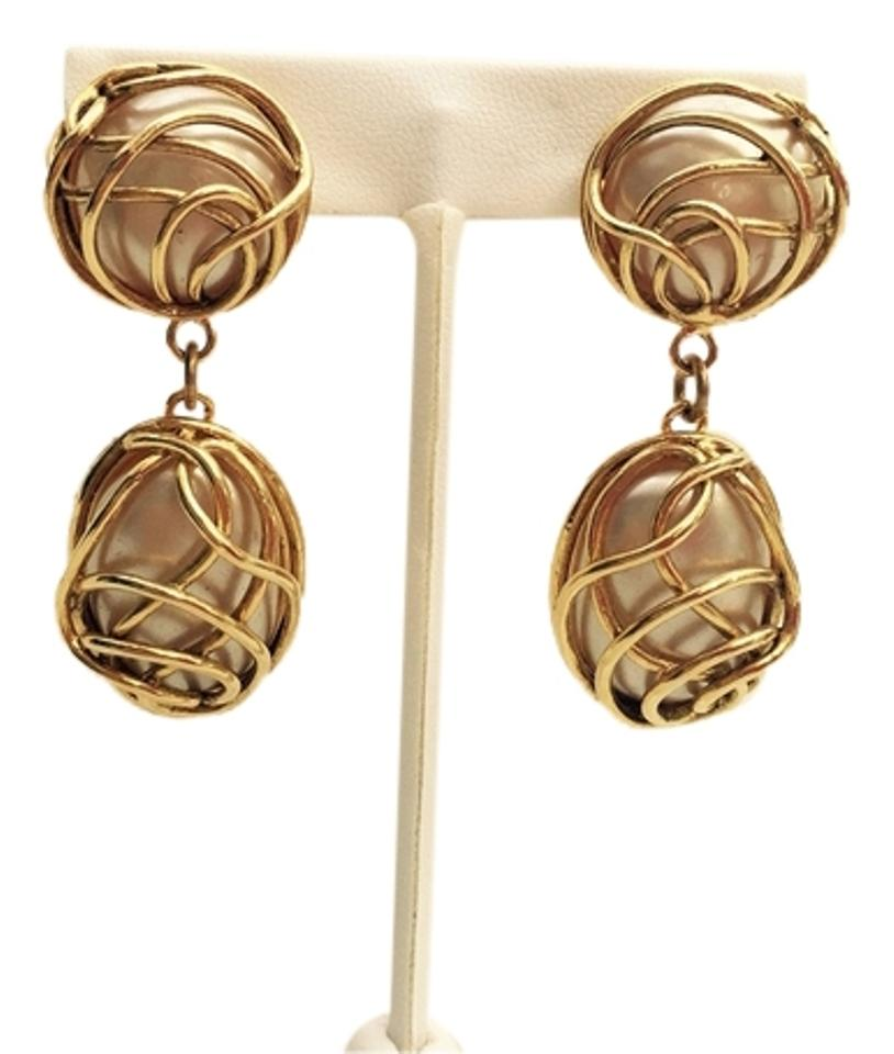 Chanel Vintage Gold Tone And Faux Pearl Earrings Clip On 25 France Victoire De Castella