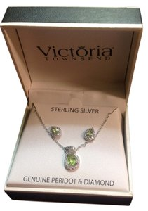 Victoria Townsend Peridot and diamond