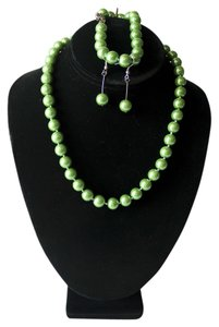 SET South Sea Geuine Green pearls matching necklace, bracelet and earrings SET South Sea Geuine Green pearls matching necklace, bracelet and earrings
