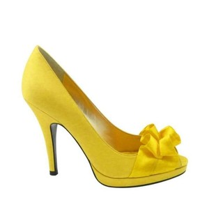 Nina Shoes Canary (Yellow) Pumps Size US 7.5