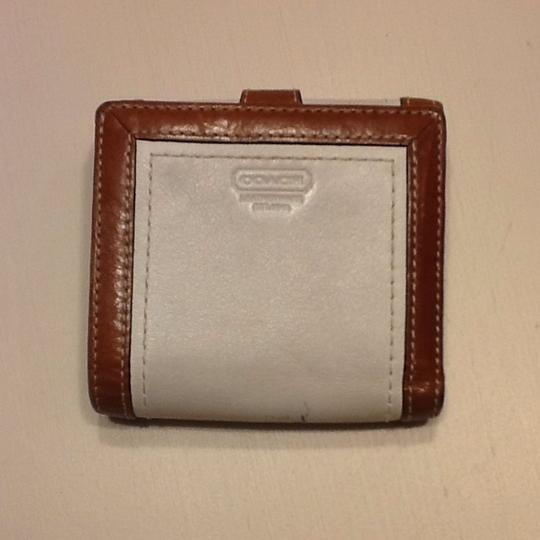Preload https://item3.tradesy.com/images/coach-white-and-brown-wallet-363397-0-0.jpg?width=440&height=440