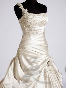 18757 Wedding Dress