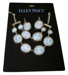Ellen Tracy Ellen Tracy Pale Green Necklace & Matching Dangle Earrings New