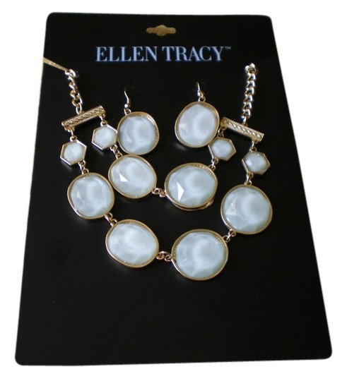 Preload https://item5.tradesy.com/images/ellen-tracy-green-pale-matching-dangle-earrings-new-necklace-3636409-0-0.jpg?width=440&height=440