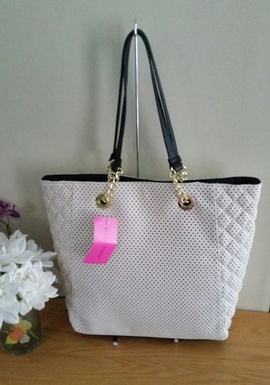 Betsey Johnson Tote in white/black