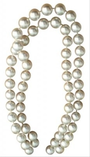 Preload https://item2.tradesy.com/images/white-vintage-costume-necklace-36461-0-0.jpg?width=440&height=440