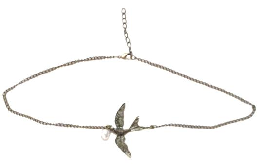 Forever 21 Forever 21 Sparrow Bird and Faux Pearl Pendant Necklace.