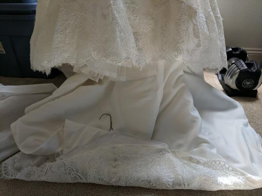 Allure Bridals Ivory Lace and Satin 9004 Formal Wedding Dress Size 2 (XS)