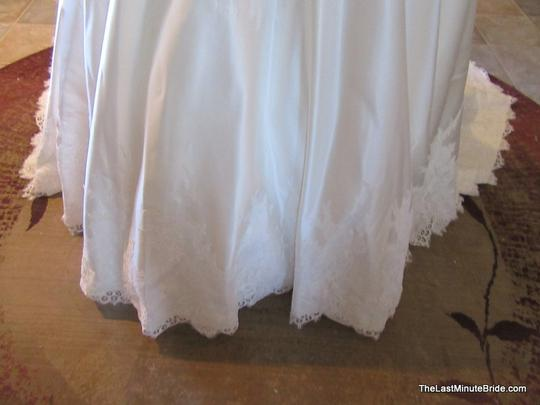 Allure Bridals Ivory / Silver Satin and Lace Applique 9165 Feminine Wedding Dress Size 10 (M) Image 5