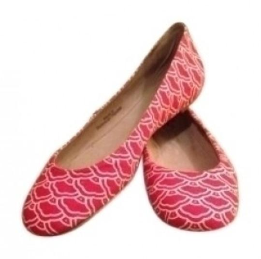 Preload https://item4.tradesy.com/images/diane-von-furstenberg-red-and-off-white-new-in-box-dvf-flats-size-us-75-regular-m-b-36633-0-0.jpg?width=440&height=440