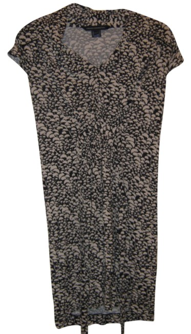 Preload https://img-static.tradesy.com/item/3668587/french-connection-blackwhite-above-knee-short-casual-dress-size-4-s-0-0-650-650.jpg