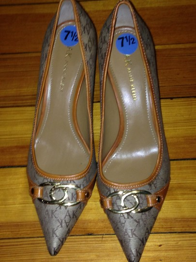 AK Anne Klein Beigh/brown Pumps