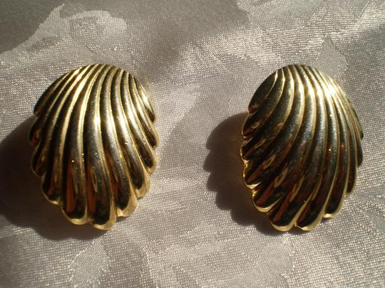 Trifari Trifari goldtone clip earrings