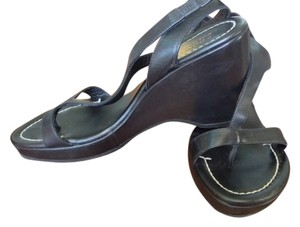 Donald J. Pliner Flattering Black Sandals