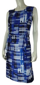 Kasper short dress Blue White Black Abstract Sheath Retro Size 8 Polyester Mod Lined Sleeveless Slit Zip on Tradesy