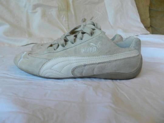 Preload https://item4.tradesy.com/images/puma-cream-sneakers-size-us-6-368353-0-0.jpg?width=440&height=440