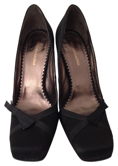 BCBGMAXAZRIA Black Pumps